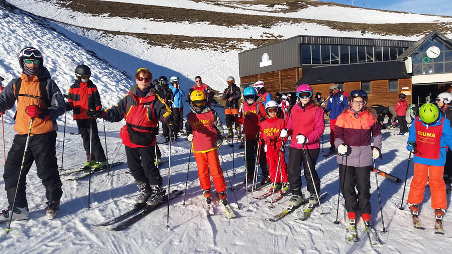 grupo de maria cursillo de reyes de esqui en saint lary, pirineos franceses