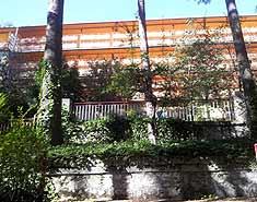 Alojamiento del campamento en madrid en agosto. Residencia