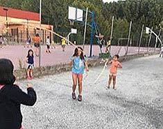 Instalaciones deportivas campamento de verano en Julio.