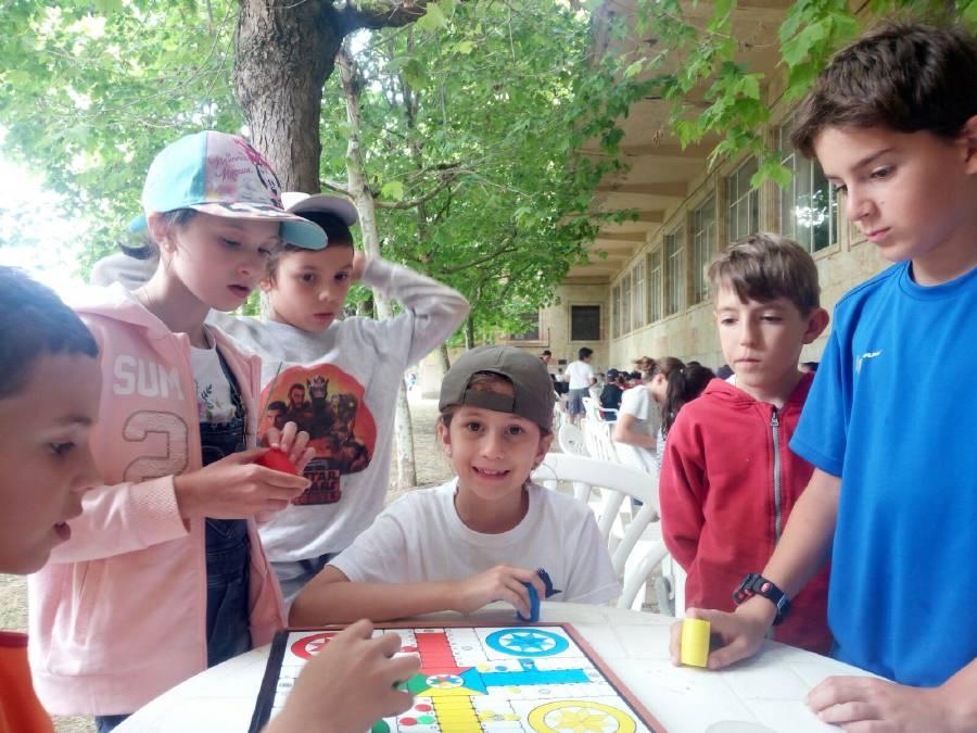 juegos tradicionales en el campamento
