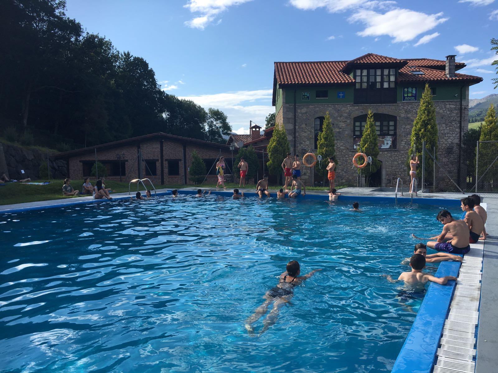 campamento con piscina en Asturias