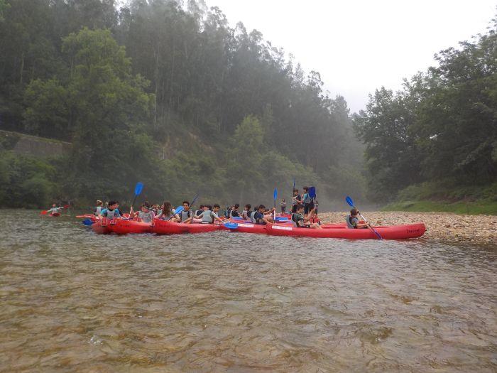piraguas en el Sella campamento multiaventura ASturias