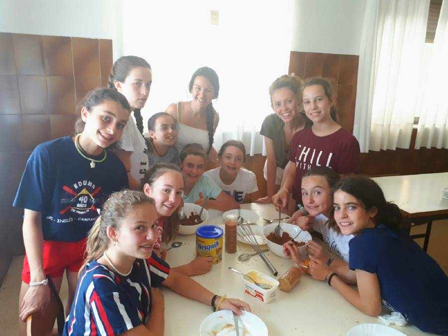 grupo de chicas en taller de trufas
