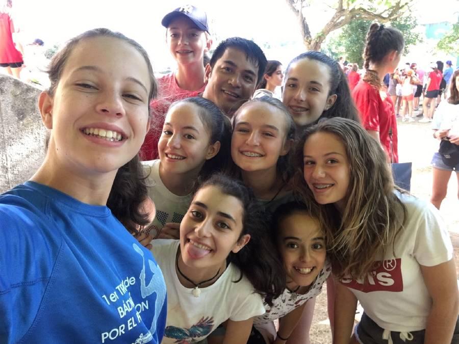 felices en el campamento