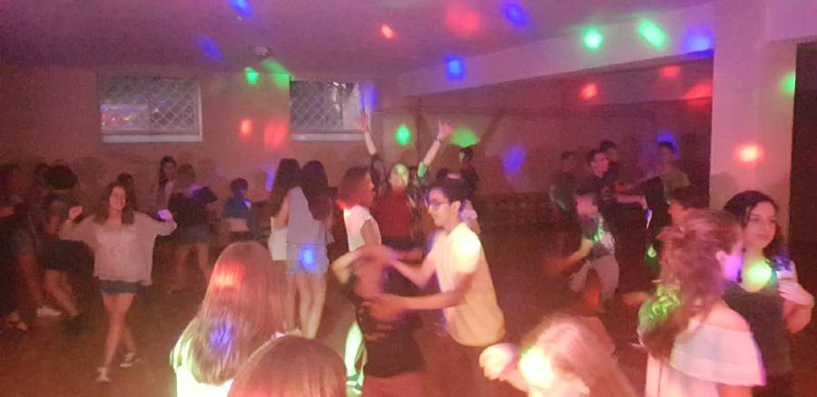 bailando en la discoteca