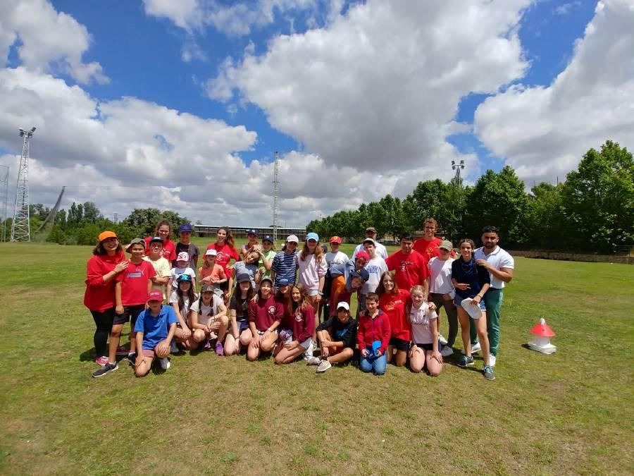 grupo haciendo golf