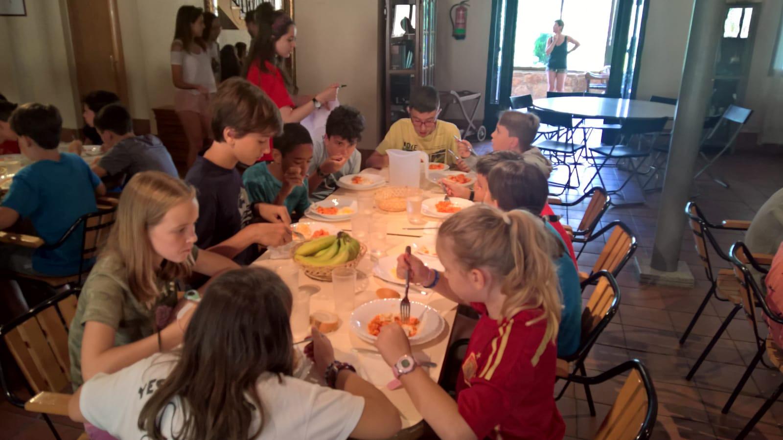 Campamento de verano en tiendas de campaña en madrid