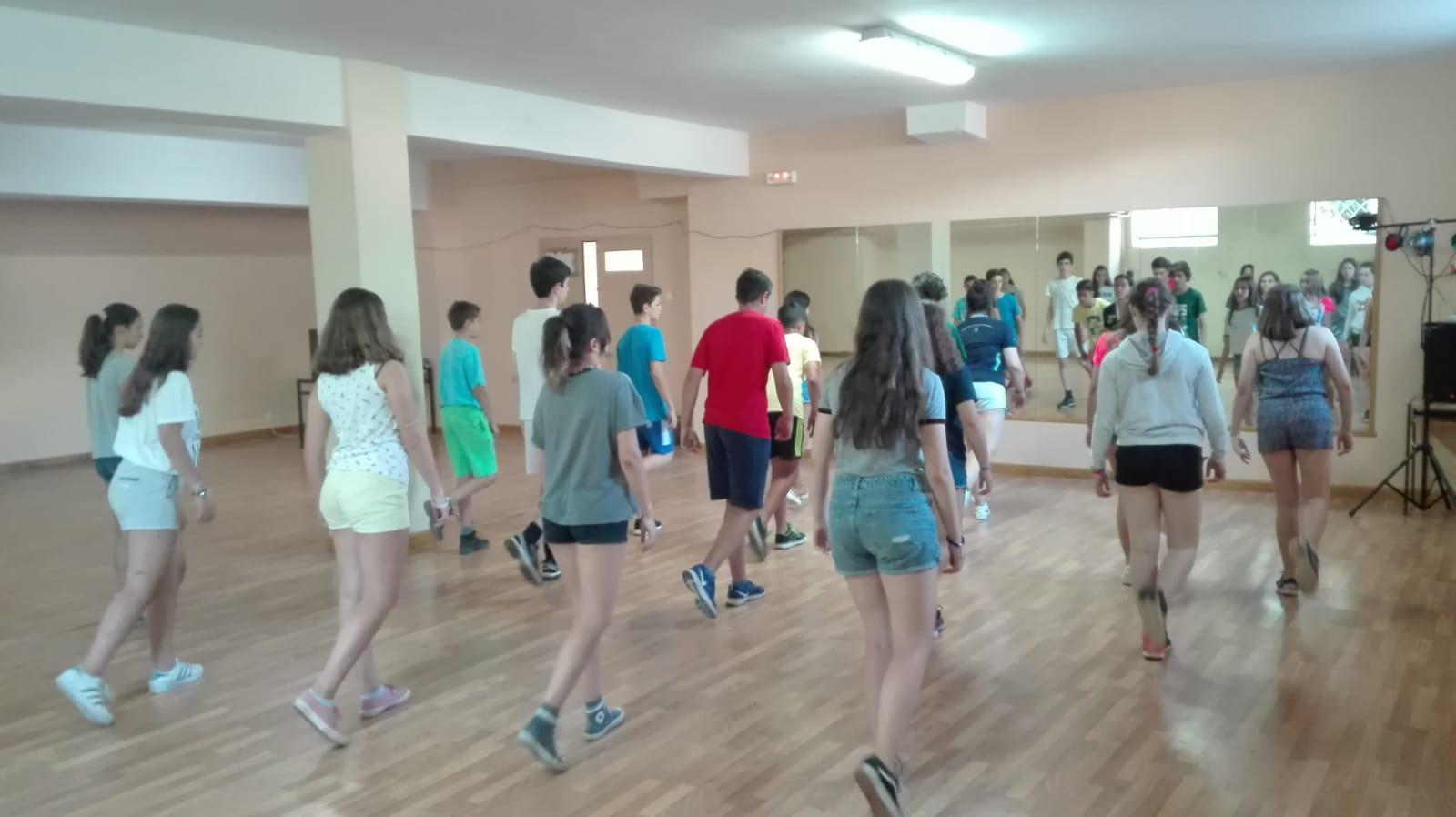 taller de baile en campamento
