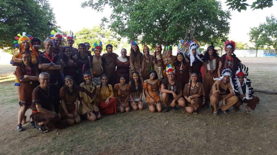 todos los indios en el campamento