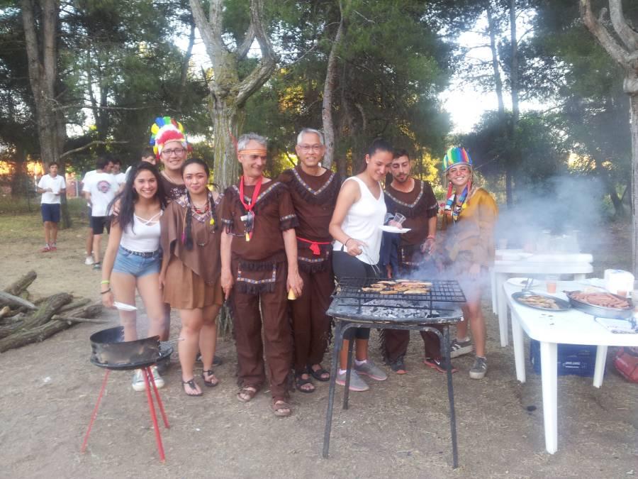 barbacoa de indios en el campamento