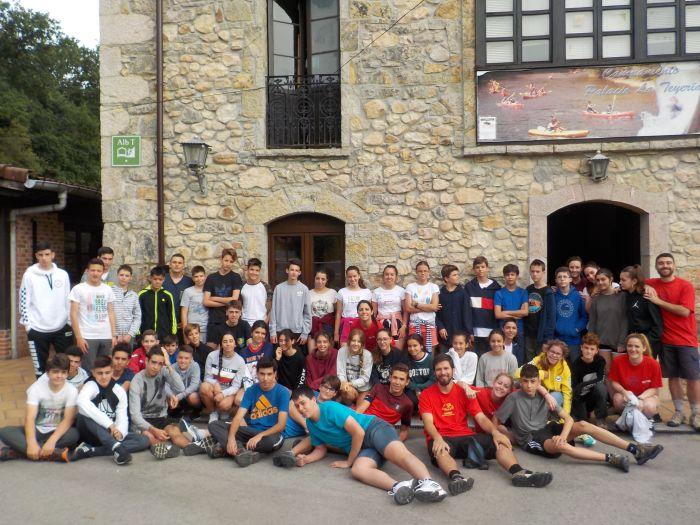 Grupo niños campamentos de verano