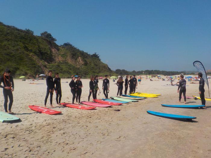 antes de entrar al agua para el surf