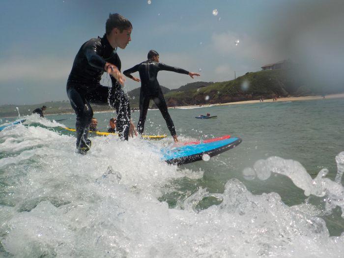 surf en campamento multiaventura Asturias