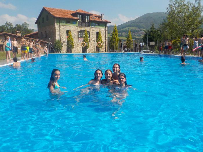piscina del albergue campamento en Asturias