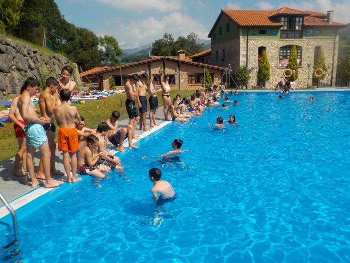 piscina en el campamento de Asturias