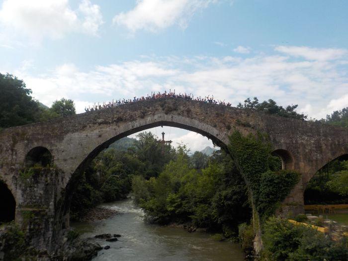 campamento en puente romano Cangas Onis