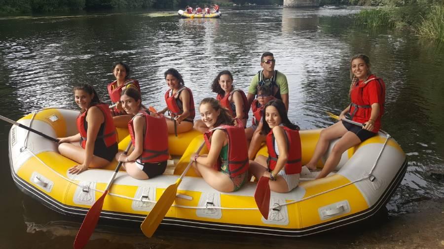 en el río Tormes haciendo rafting