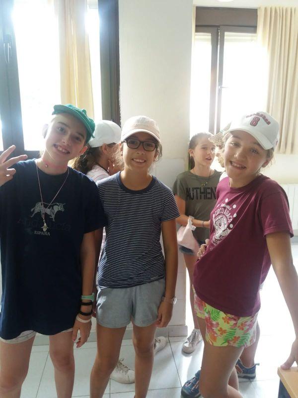 niñas en Sepúlveda de campamento