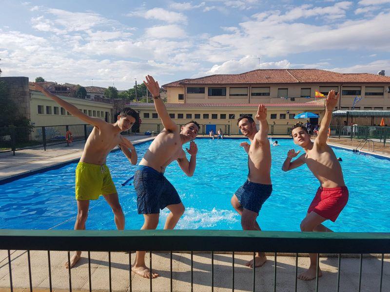 piscina en campamento de verano