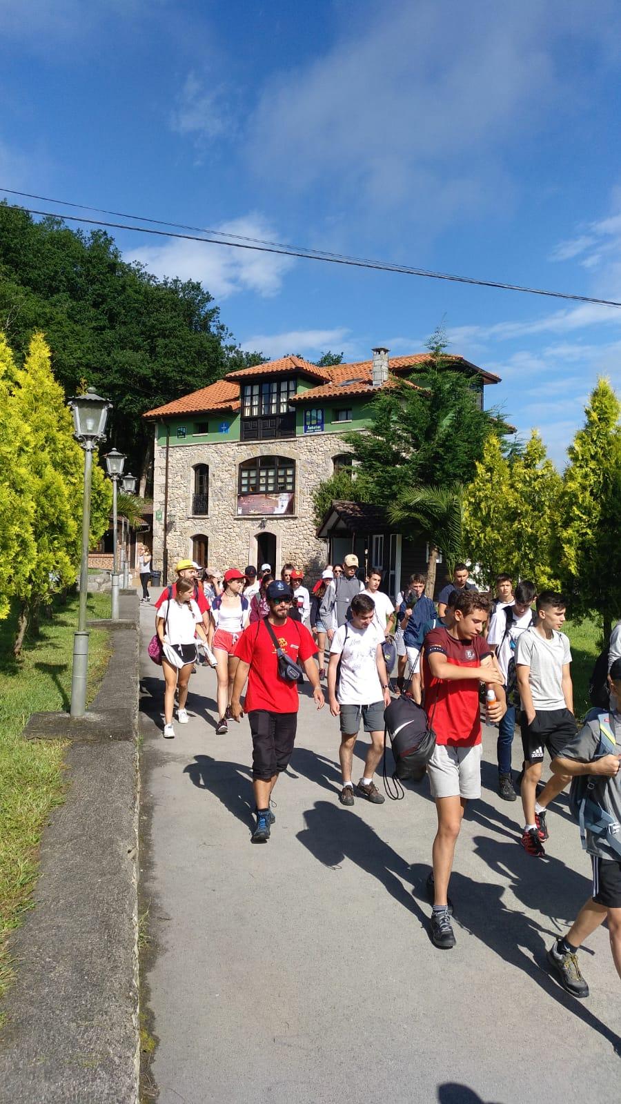 saliendo del albergue de Asturias