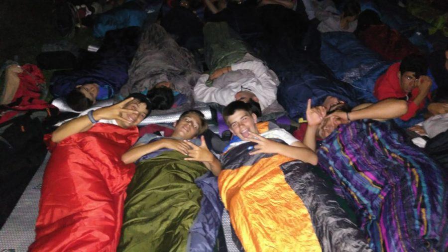saco de dormir en el campamento