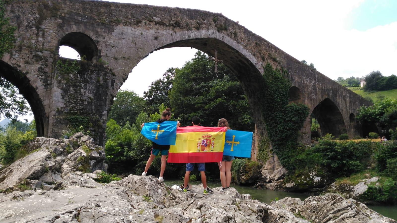 Asturias patria querida en el campamento