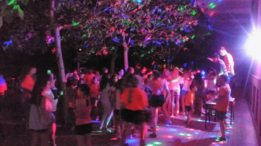 discoteca en el exterior del campamento