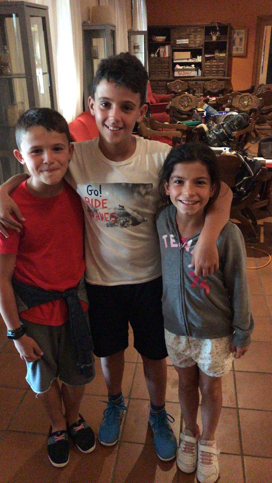 Niños felices de campamento