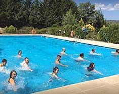 Piscina del campamento de verano en Madrid. Agosto.