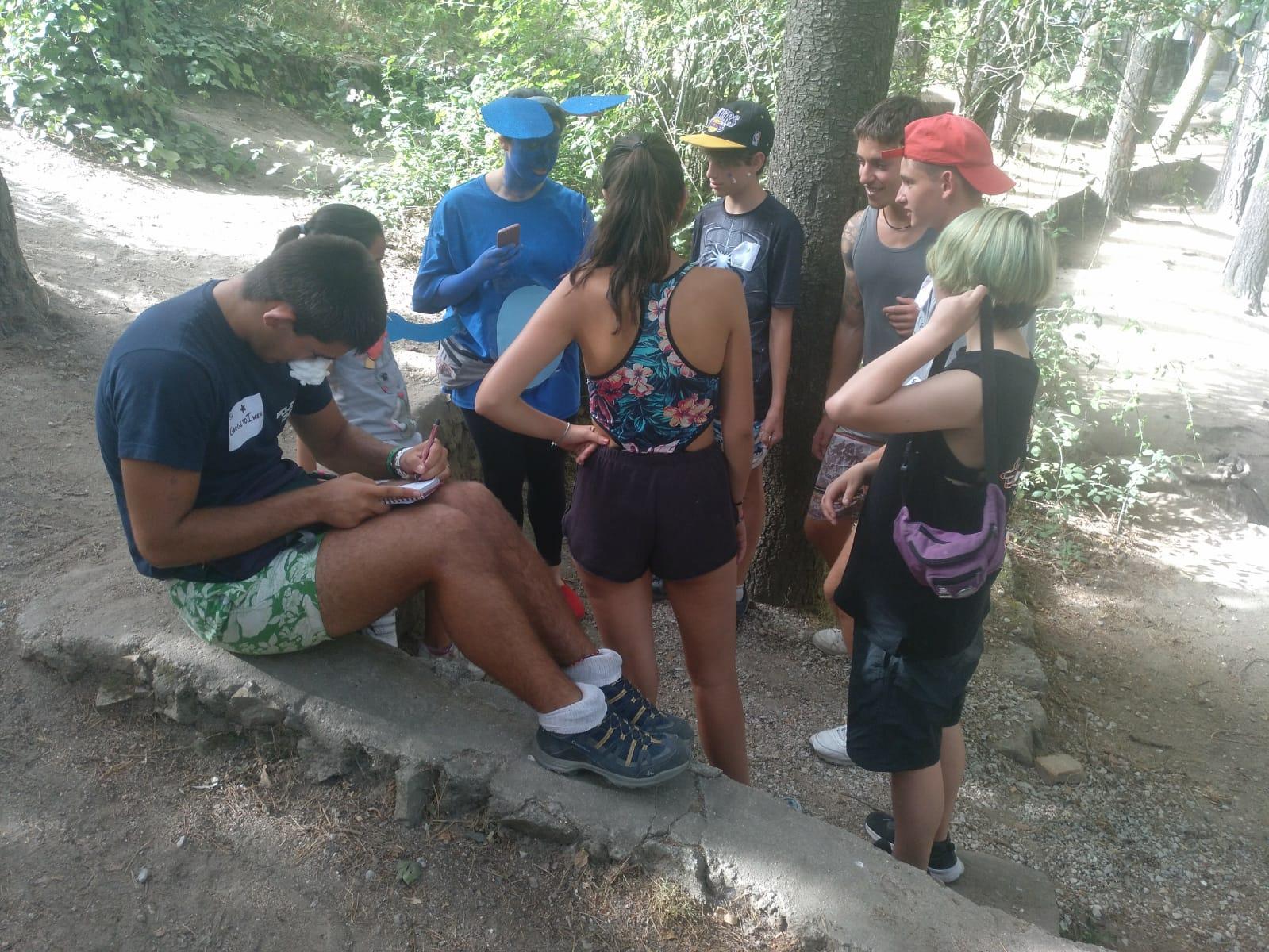 Grupo de niños en campamento