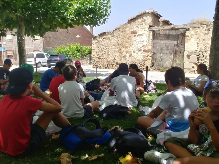 comida en Buitrago Piragua Campamento en Madrid agosto