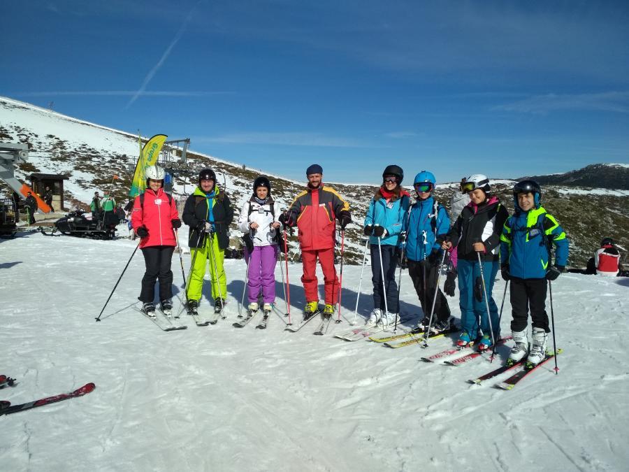 grupo clases esqui adultos Valdesquí