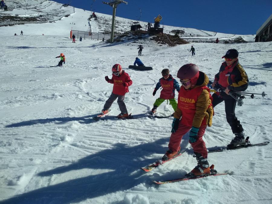 Clases en grupo curso esqui dias sin cole vacaciones escolares.