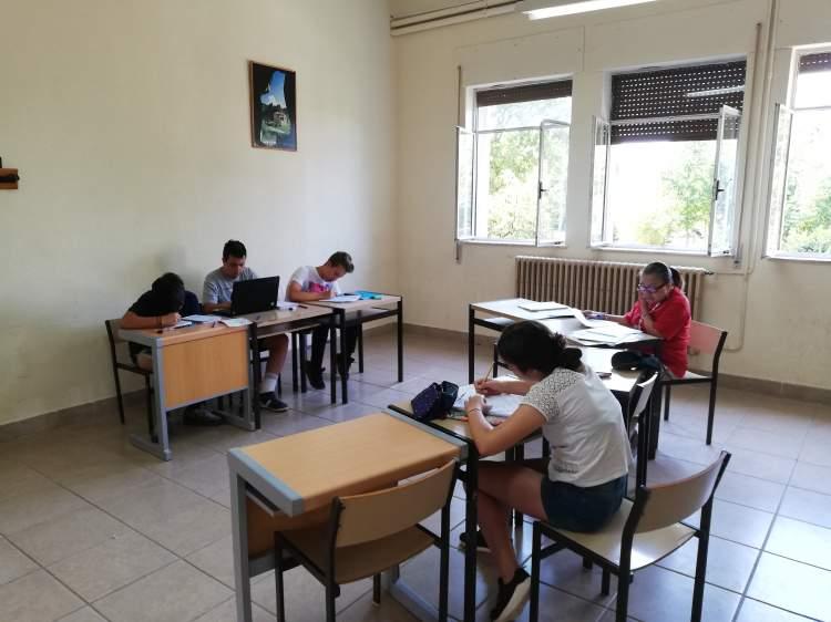 estudiando ingles