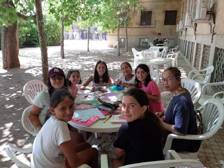 Clases de inglés o francés en el campamento de verano. Diario
