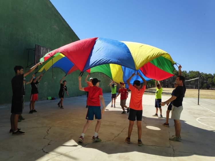 Paracaidas Diario campamento Salamanca y curso inglés y francés 2019