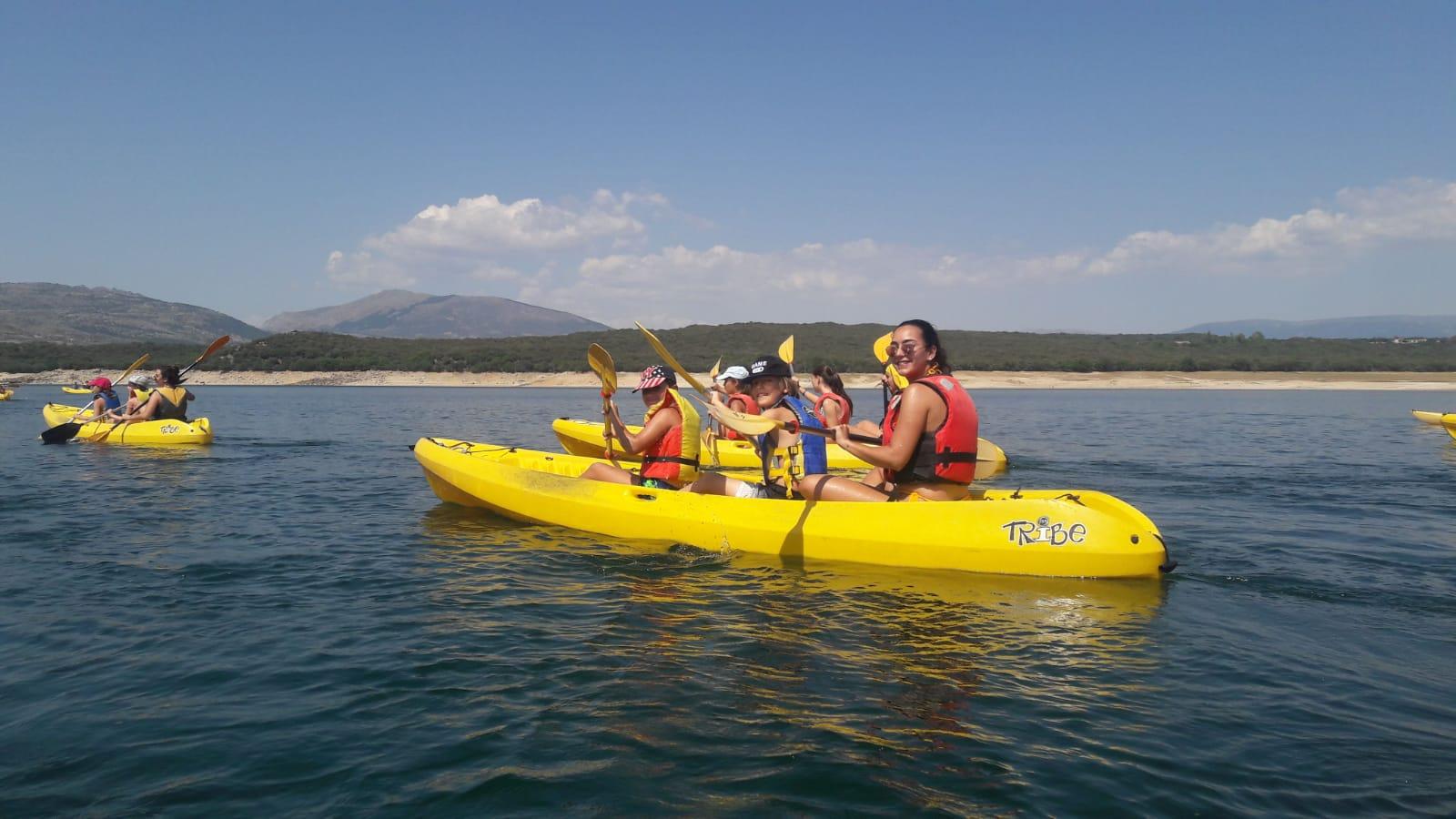 Piragua en Buitrago. Campamento de verano julio.
