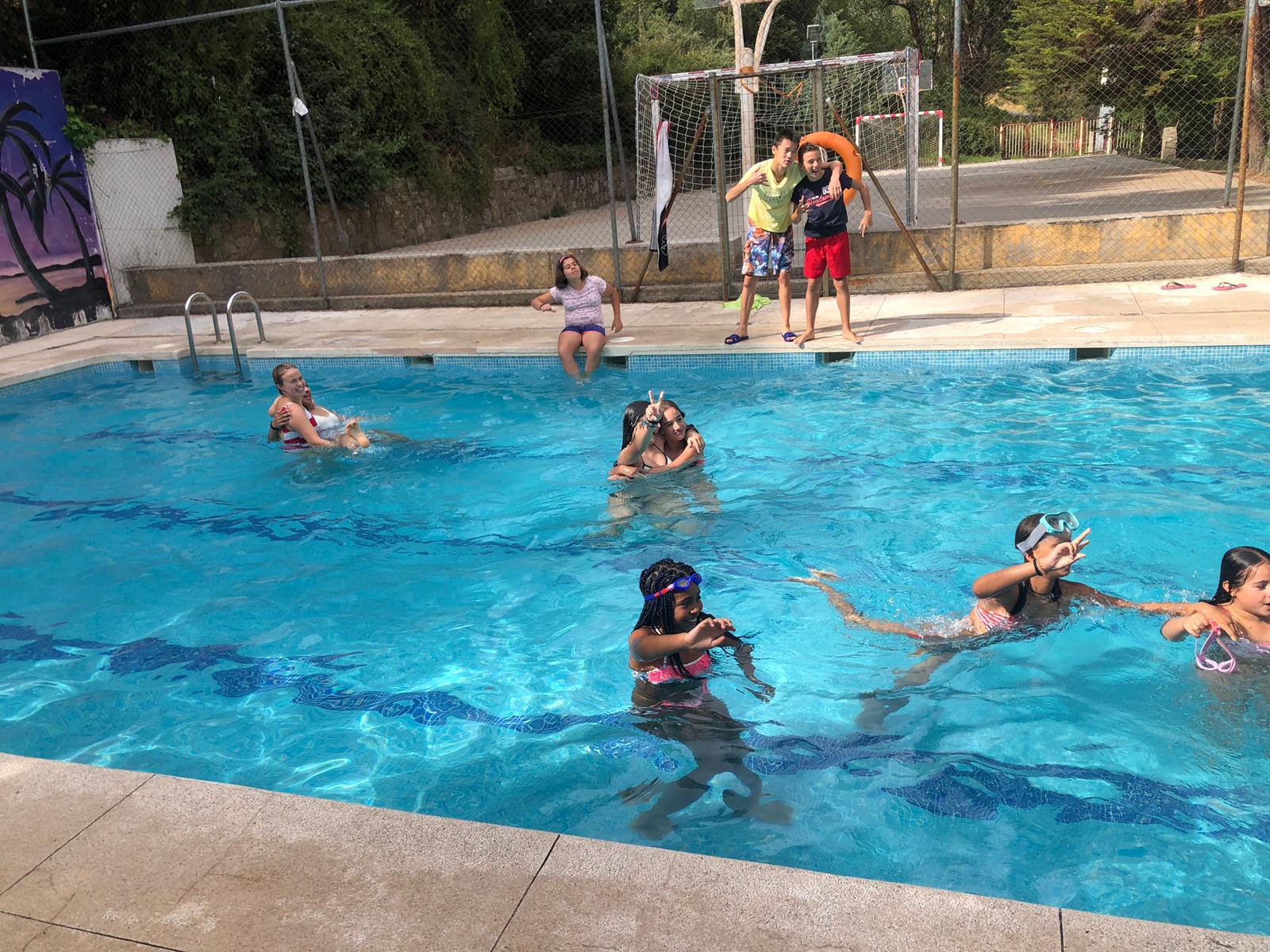 piscina en campamentos diario