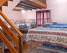 Habitación del campamento de verano que se realiza en Madrid en julio para niños y jovenes en la Sierra.