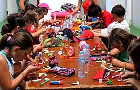 Talleres y manualidades en el campamento de verano en Salamanca. Julio. Inglés o francés para niños.