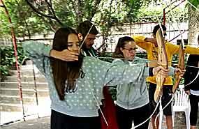 Tiro con arco en el campamento en madrid Agosto para niños y jovenes. Calidad y confianza.