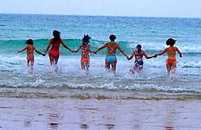 Verano en la playa. Campamento náutico en Águilas, Murcia. Julio y agosto.