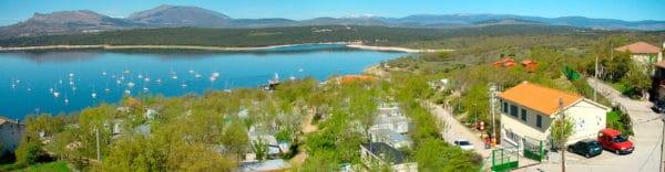 Vistas de los alrededores del Embalse del Atazar en el campamento de verano en Madrid.