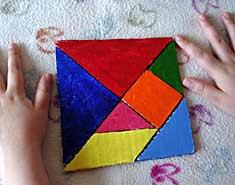 Tangram. Construye tus juegos para niños en casa con actividades de interior en familia.