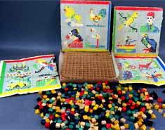 Tableros de juegos de mesa para niños. Jugar en casa con actividades de interior en familia.