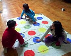 Twister. Crea tu propio juego para niños en casa.