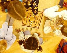 Juegos en casa para niños pequeños. En familia, ideas y actividades para jugar en el interior