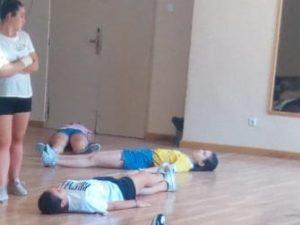 Relajación. Actividades en familia para niños en casa ejercicio físico