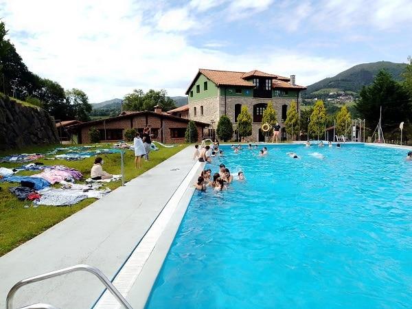 Piscina campamento Asturias