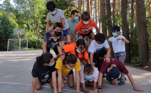 Piramide humana campamento Madrid